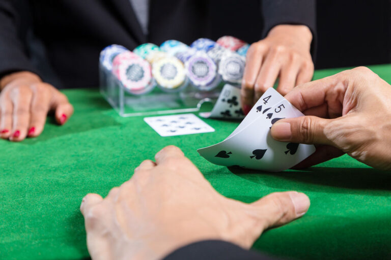 The benefits of playing baccarat online.