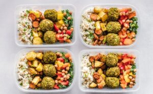 How to Pick the Right Snacks to Replace Meals With When Dieting
